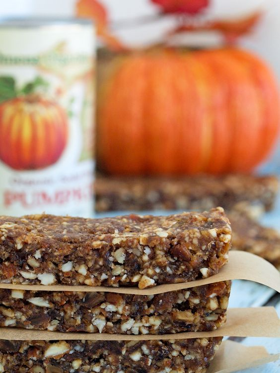 Pumpkin Spice Energy Bars recipe. A healthy snack that cures your pumpkin spice…