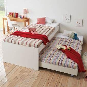 1つのベッドスペースに2人分の広々としたシングルサイズで親子の快適な睡眠空間を。下段ベッドの出し入れは簡単、通気性の良いすのこベッドのツインベッドです。