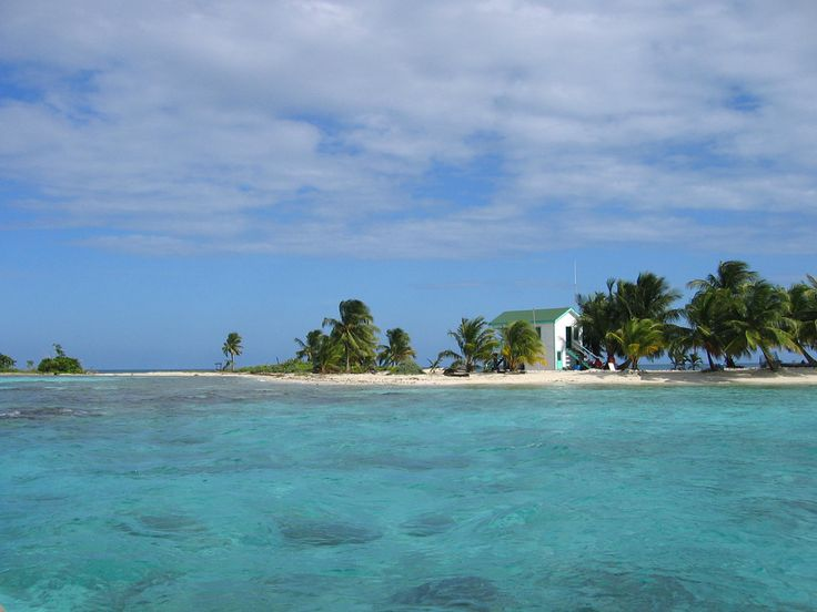 Laughing Bird Caye is one of the beautiful islands that make up the Belize Barrier Reef World Heritage Site.