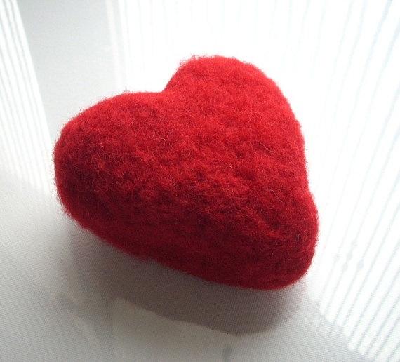 Un Grande cuore 9x9x45 cm Needle felted di RaduraIncantata su Etsy