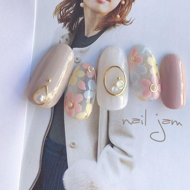 ネイル(No.2011998)|パール |フラワー |オフィス |デート |パーティー |春 |グレージュ |パステル |ジェルネイル |ホワイト |ワンカラー |ハンド |ミディアム |チップ | かわいいネイルのデザインを探すならネイルブック!流行のデザインが丸わかり!