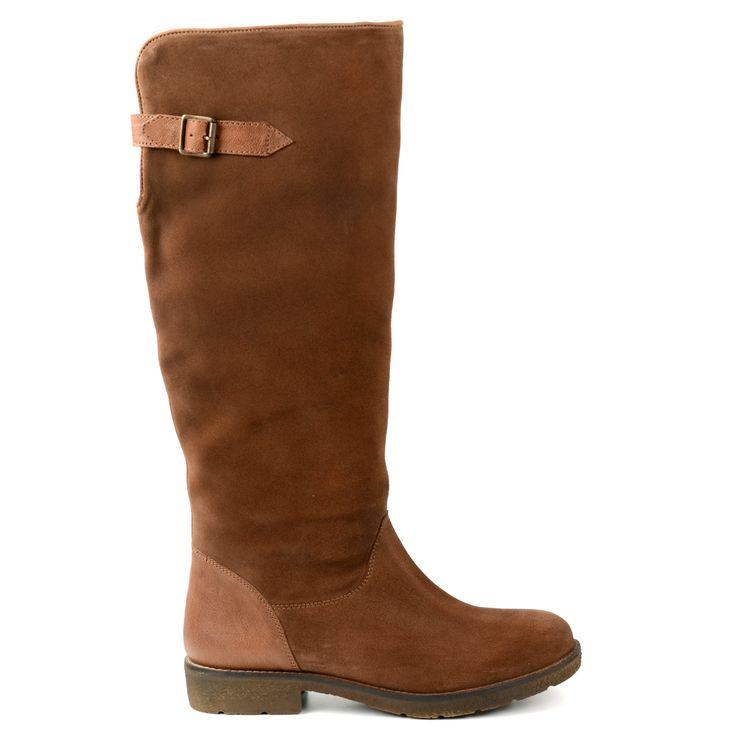 Beige, hohe Stiefel aus Veloursleder, mit  einem Einschnitt an der Ruckseite. Die Stiefel sind mit weiSser Schafswolle gefuttert und haben einen ledernen Akzent uber der Ferse sowie einen Riemen uber dem Einschnitt an der Ruckseite. Schafthohe: 40 cm, Scha