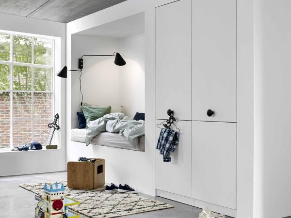 Få orden på tingene dine med en garderobe fra Kvik. Vi fører alt fra klesskap til walk-in-closets. Klikk og se mer hos Kvik.no