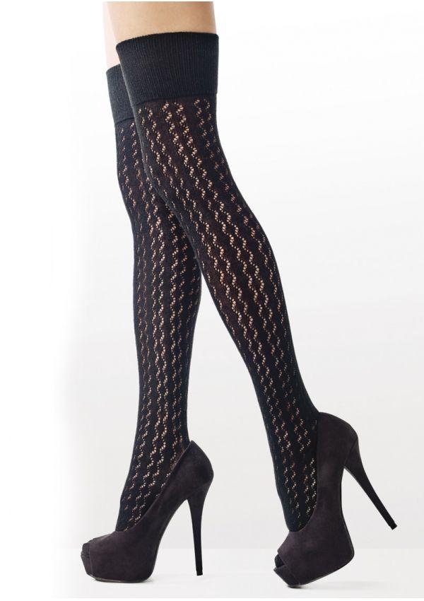 ZAKOLANÓWKI ZAZU C81 - Żakardowe zakolanówki z bawełną. Wspaniale otulają nogi, a faktura w pionowe wzorki sprawia, że zakolanówki optycznie wysmuklają i wydłużają nogi. Zakolanówki w żakardowe oczka dodadzą stylizacjom seksapilu.