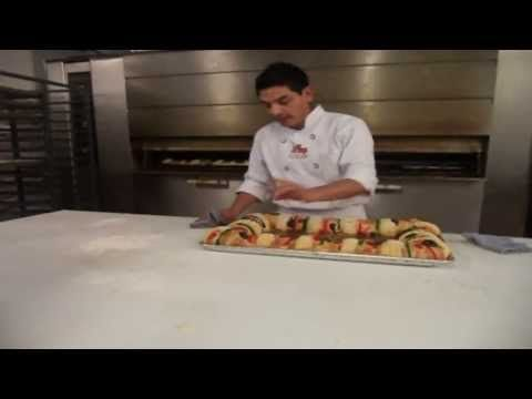 "This is the perfect recipe for rosca de reyes plus demo on how to make it. Aprende con "" Panaderias Los Acosta "".... Rosca de Reyes. Recetas - YouTube"