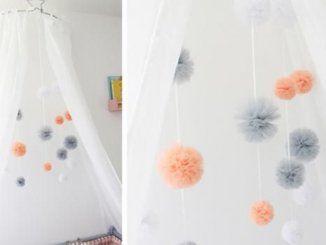 Mobiles homemade : un mobile à pompon en tulle pour bébé