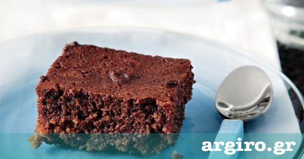 Σιροπιαστή σοκολατόπιτα από την Αργυρώ Μπαρμπαρίγου | Απ'αυτά τα πανεύκολα γλυκά με υλικά που όλοι έχουμε στο σπίτι. Γίνεται στο πεντάλεπτο, τρώγεται αμέσως