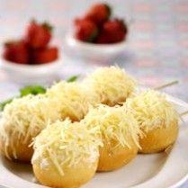 DONAT SATE KENTANG http://www.sajiansedap.com/recipe/detail/6190/donat-sate-kentang