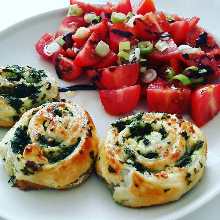 Blätterteig - Spinat - Schnecken, ein leckeres Rezept aus der Kategorie Fingerfood. Bewertungen: 242. Durchschnitt: Ø 4,3.