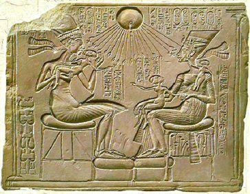 Fragment de relief représentant Akhénaton et  sa famille - Ägyptisches Museum - Berlin