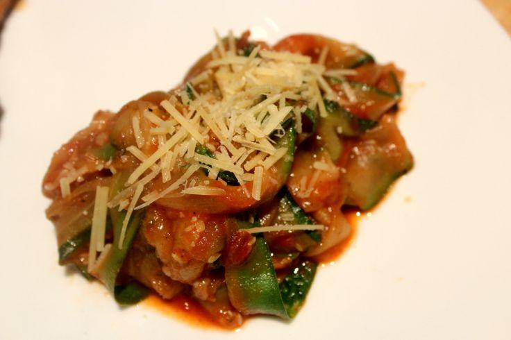 Zucchini Pasta Recipe http://www.diaryofafoodgeek.com/zucchini-pasta/