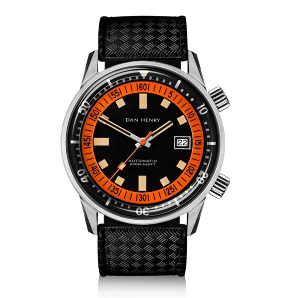 A reference made for hardcore divers, tracking the elapsed minutes underwater The fascination for the underwater world was always there but the development of diving equipment finally allowed mere mortals to imitate the adventures of Jacques Cousteau. Logically, those intrepid thrill-seekers needed some reliable watches that could help them to figure out when to come back to the surface. Who hasn't dreamed of a hardcore diving watch? Wish granted with this over-sized diver, boasting the ...