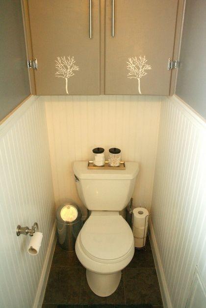 Когда домовладелец Эшли Хенли сделал над ней ванная комната, она добавила минимальной усилий, большой ударной дерево трафарет к дверям шкафов.  Любить это!  (Ох, и проверить ее прохладную комнату ремесло, а).