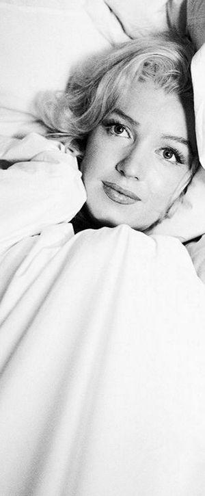 Marilyn. Bed sitting. Photo by Milton Greene, 1953.