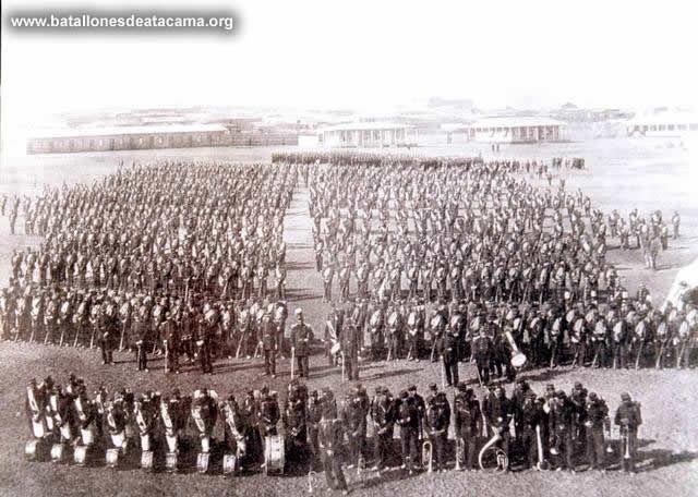 Fotografías Históricas de La Guerra del Pacifico 1879 _ 1884 FOTOGRAFIA DEL REGIMIENTO SANTIAGO Nº 5 DE LINEA EN EL CAMPAMENTO DE ANTOFAGASTA.