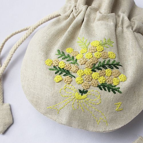 ミモザ花束 黄色 . Beauty. Little yellow embroidery pouch.
