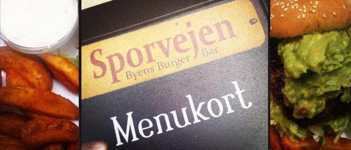 Comment pourrait-on définir le Sporvejen ? Facile : en Danois, ça signifie « le tramway ». Pour être plus précis, il s'agit d'un bar à burger à l'intérieur d'un ancien wagon de tram. Il n'y a aujourd'hui plus de tramway à Copenhague, la dernière ligne ayant fermé au profit des bus il y a plus de quarante ans.