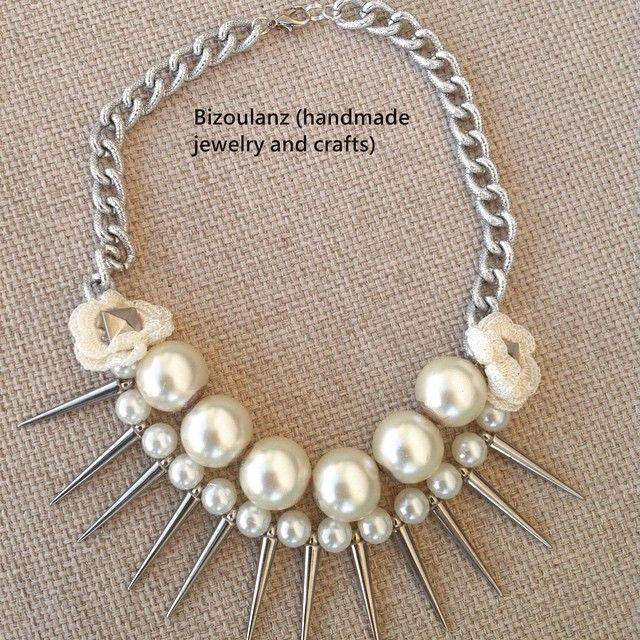 Necklace#handmade#statement#pearlnecklace#lace#flower#crochet#spike#gothic#vintagestyle#modern#chain#white#romantic#κολιέ#χειροποίητο#πέρλες#καρφιά#δαντέλα#αλυσίδα#μοντέρνο#γκόθικ#χειμώνας#2015#bizoulanz