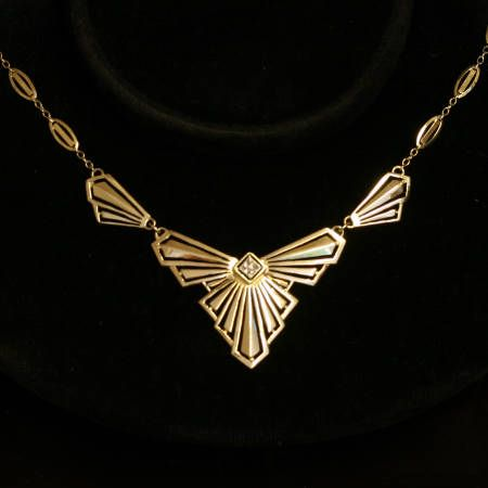 Strong design gold Art Deco filigree bow chain with rose cut diamond