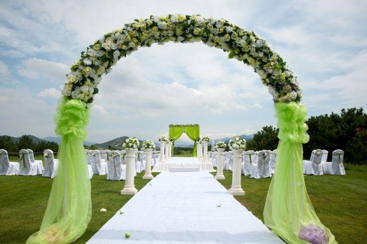 Greenery, una tonalidad refrescante y revitalizadora de verde es el secreto para que tu boda luzca en tendencia todo el año. No te pierdas este artículo en donde te platicamos desde su significado hasta cómo aplicarlo en la decoración.