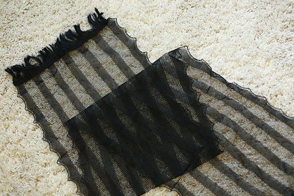 Чёрный декоративный шарф в полоску с жёсткой бахромой. Москва, 350р. ПРОДАНО