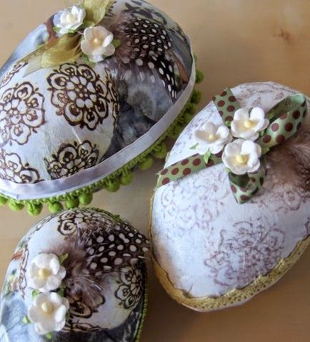 Moski - My decorated Easter eggs with decoupage, feathers,lace and paper flowers.