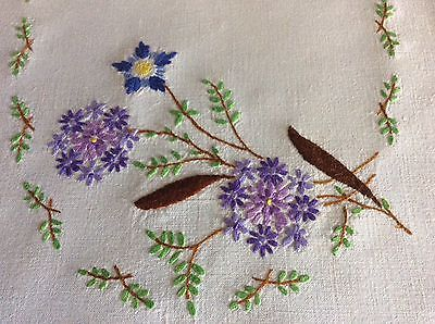 PRETTY VINTAGE LINEN HAND EMBROIDERED TRAY CLOTH ~ FLORALS