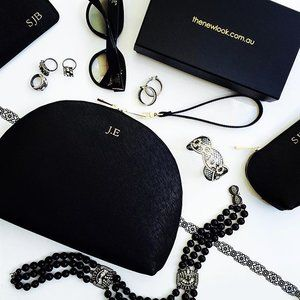 This year's #melbournecupcarnival is just around the corner 🐎🐎🐎which means it's time to start planning your race day outfits ... a stylish new luxe personalised leather handbag from thenewlook.com.au will be essential for all your trackside necessities ... & as Cup week kicks off with Derby Day (which is traditionally a Black & White colour palette for women) we've included a little #styleinspo featuring our Curve Clutch with Detachable Wristlet in Black to get you in the mood ... Giddy…