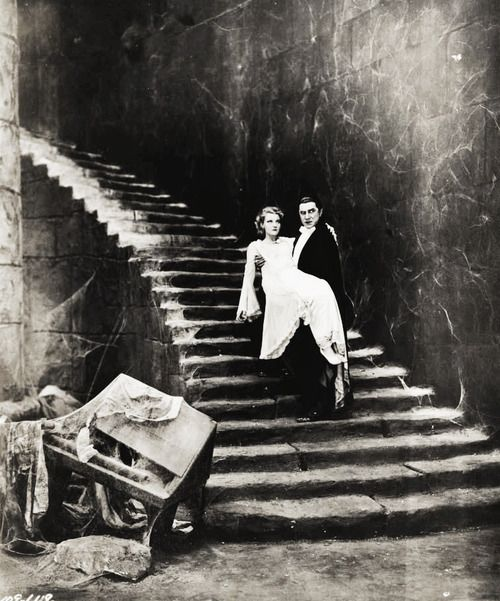Dracula (1931) I love the old black and white movies! They are the best horror movies.