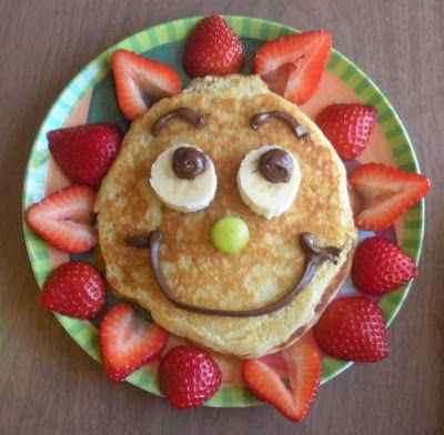 Sunny Pancakes ~ Strawberry sun rays, grape nose, banana eyes, chocolate icing | Don't Forget Your Lunch