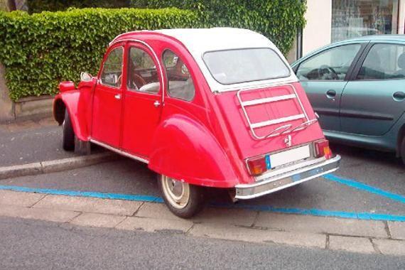 Pour ce lundi sur #BonjourLaVieille, une #Citroën #2CV