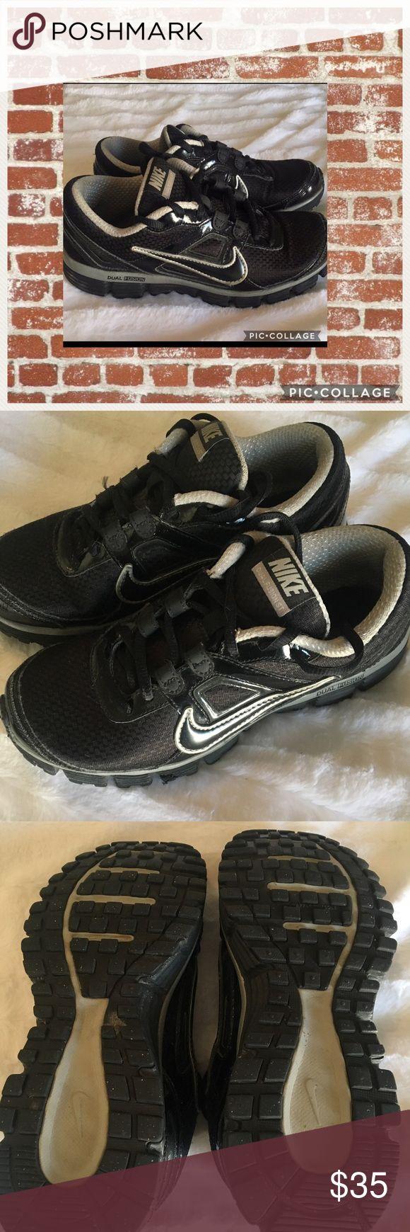 Black Nike Dual Fusion Size: 7 (Women's) Gently Worn Nike Dual Fusions- Women's 7 Nike Shoes Sneakers