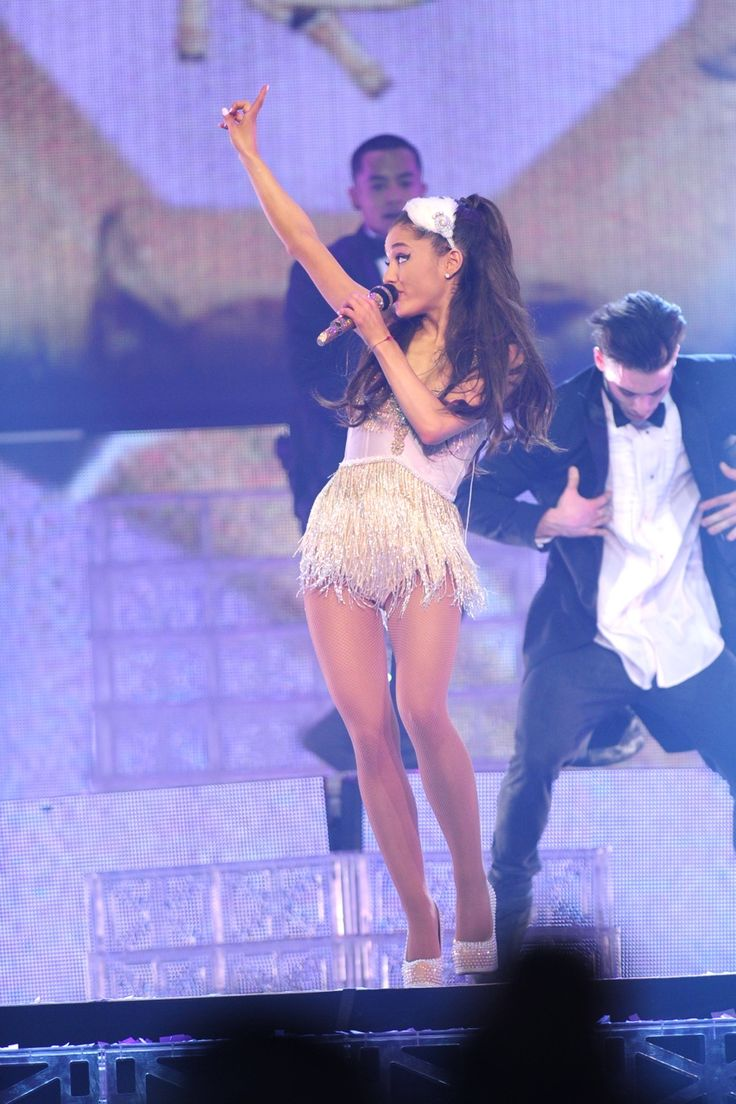Ariana Grande - Honeymoon Tour