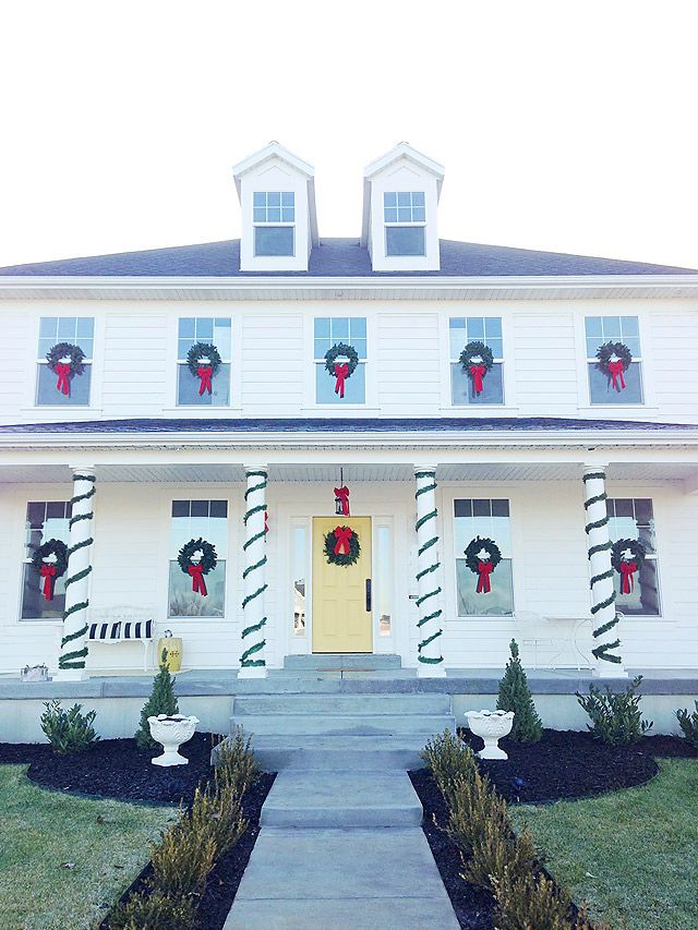 How To // Hang Christmas Wreaths on Outdoor Windows | Armelle Blog