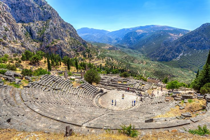 Un passage en Grèce pour découvrir ses incontournables, l'agence de voyage Desti Nations vous invite à nous contacter pour vous envoyer une offre !