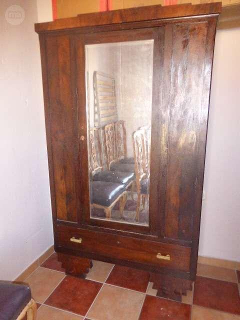 . Bonito armario del a�o 1940, ideal para restaurar pntandolo con pintura tiza. tambien se puede hacer con el una bonita vitrina cambiando el espejo por un cristal.  tiene unas medidas de 114 x 190 x 50 cm.