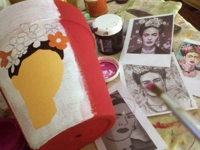 por pedidos reiterados Frida Kahlo  en macetas lleniiiiisimas de color!!