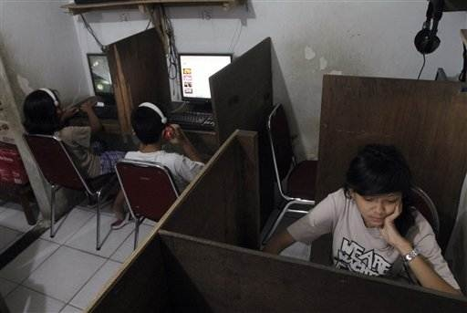 Facebook used to kidnap, traffic Indonesian girls (Photo: Tatan Syuflana / AP)