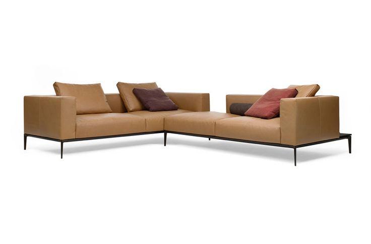 Kosmopolitische Eleganz für modernen Lifestyle. Dieses Sofa löst ein, wovon man mitunter träumen mag: von einer Weichheit, in die man ewig lange sinken möchte.