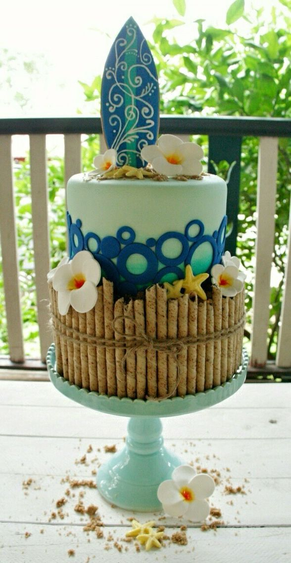 Hawaiian inspired beach cake| perfect for surfing lovers