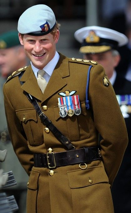 Wait, is this still a current uniform for the British military? Major yes. WWII style uniforms are the best uniforms. Why did we ever abandon them!!