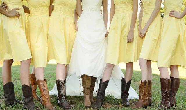 Se habla mucho sobre la tendencia de las damas de honor, sobre todo en cuanto a la forma de ir vestidas: ¿iguales o diferentes?