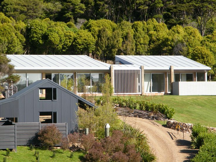 Creating good looking homes on Waiheke with Enviroclad.  Find out more - http://www.vikingroofspec.co.nz/catalog/product/enviroclad-weldable-waterproofing-membrane