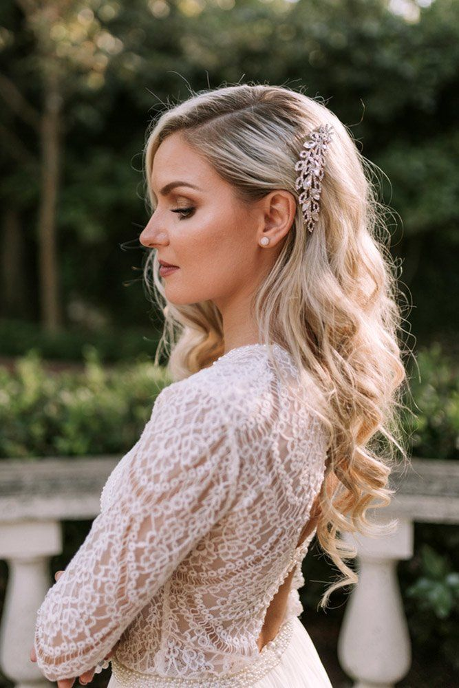 33 Stylish Wedding Hairstyles With Hair Down Wedding Forward In 2020 Curled Hairstyles For Medium Hair Wedding Hair Down Soft Curls For Medium Hair