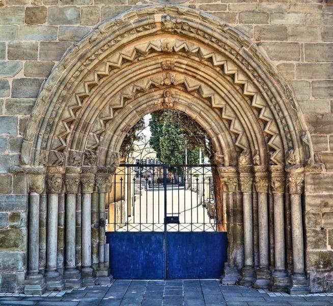 Navarrete, La Rioja - Portada Románica del antiguo Hospital de Peregrinos de San Juan de Acre