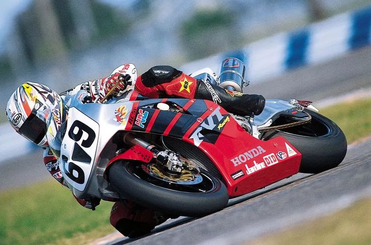 2002 AMA Superbike Champion nicky hayden race action