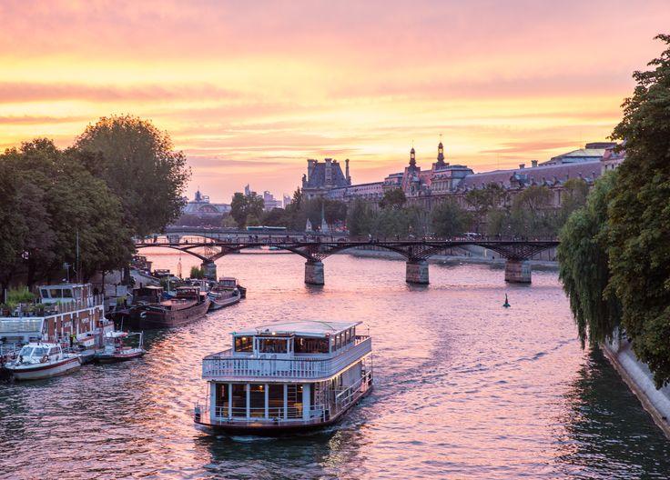 Coucher de soleil à Paris  -  Sunset in Paris . . #sunset #beautifulsunset #paris #amazingview #discoverparis #travel #travelphotography #france #paristravel #discoverparis