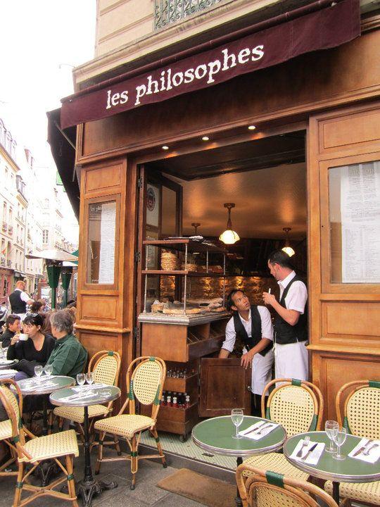 Les Philosophes . 28 Rue Vieille du Temple, 75004 Paris. M° Hôtel de Ville. Ouvert tous les jours de 9h à 2h. Réservation 0148874964