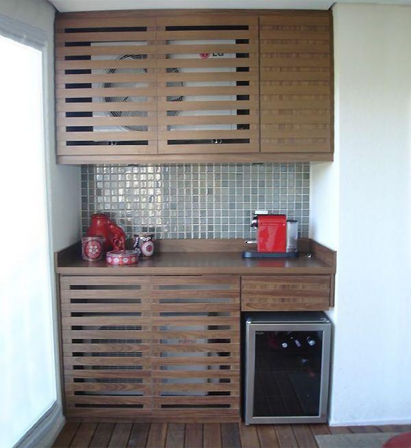 Estructura funcional para ocultar el aire acondicionado.