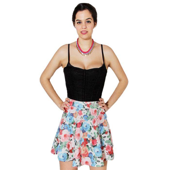 Falda de vuelo con estampado de flores.